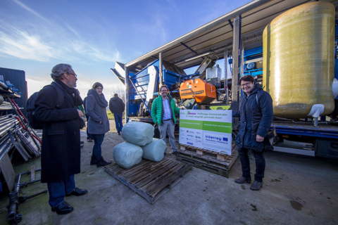Grasgoed: demonstratie Grassa mobiele raffinagemachine